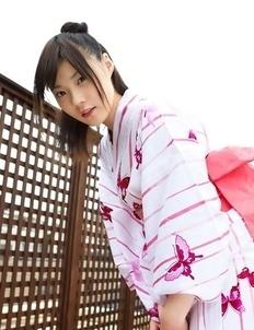 Airi Sakuragi raises geisha outfit to show her sexy legs