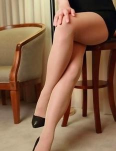 Kurumi Kisaragi in short skirt is very proud of her legs