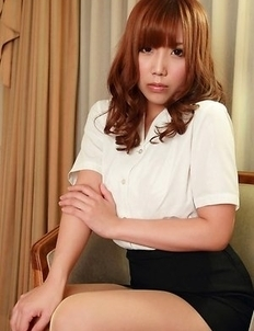 Kurumi Kisaragi on heels shows sexy legs in office outfit