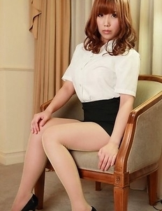 Kurumi Kisaragi on heels shows sexy legs in office outfit