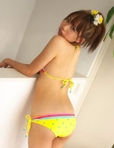 Satsuki Konichi shows not only perfect curves but smile too