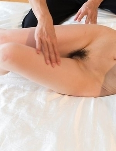 Hairy pussy hottie Shino Aoi gets eagerly finger-blasted while chilling on a bed