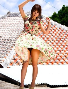 Yuuki Fukasawa shows hot box in panty under colorful dress