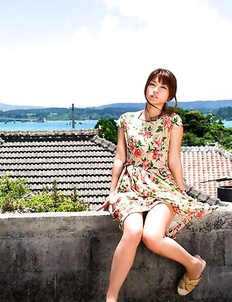 Yuuki Fukasawa shows hot box in panty under colorful dress