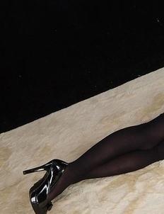 Leggy brunette Yuma Miyazaki posing on all fours in sexy heels+stockings combo
