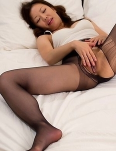 Surprisingly thick and tiny Shizuka Maeshiro masturbates in her black pantyhose