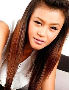 Stunning Thai babe Hannah Lee ravaged by white bloke in hotel room