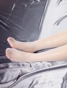 Oily JAV bombshell Madoka Yukishiro fingering that pussy while in stockings