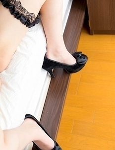Busty brunette Natsuki Yokoyama spreading her legs and looking real hot on a bed