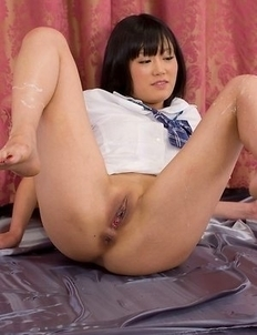 Uta Kohaku showing off her slim legs and delicious pussy in a toejob gallery