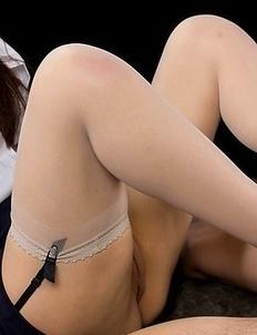 Blouse-wearing office hottie Yuu Kazuki giving an impassioned footjob