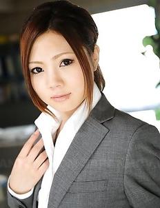 Iroha Kawashima strips at work