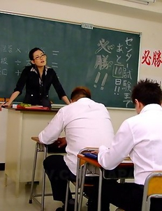 Teacher Yui Komine gives hot heads
