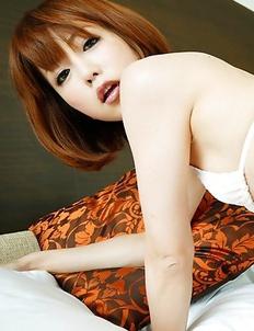 Saki Ninomiya has a pleasure in showing her naughty behind
