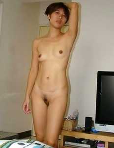 Naughty Korean girlfriend posing in the nude