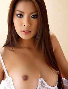 Hot Asian maid Kaori Kwon show her nice body