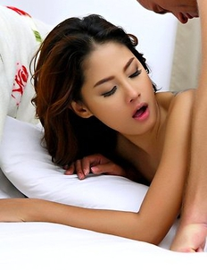 Winny Sung get oral sex from her white boyfriend