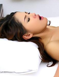 Winny Sung get oral sex from her white boyfriend