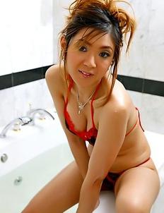 Hot Oriental girl  Yukiko Jung take a shower