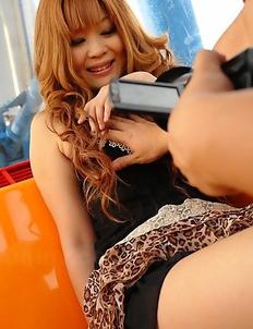 Cute Sarina Tsubaki poses on cam