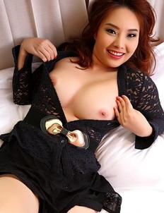 Asian beauty Katty spreads her pussy and pushes a vibrator into her