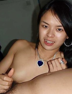Asian babe posing naked in a motel room