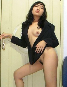 Asian girlfriend strips naked and posing