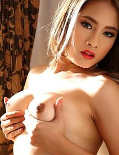 Hot Asian babe Winny Sung spreading pussy and masturbate