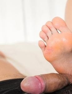 Brunette in black Ai Mukai using her sexy feet to make him cum on her soles