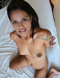 Thai MILF enjoys getting pussy
