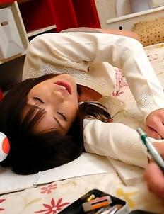 Arisa Suzuki teasing her hot cunt