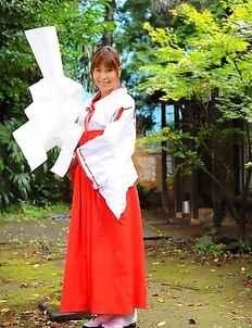 Yuuno Hoshi gets caught in garden