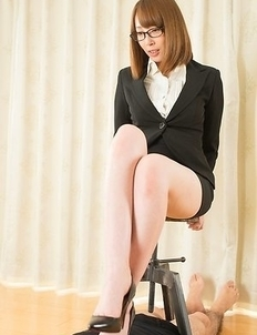 Glasses-wearing hottie Aya Kisaki makes a submissive guy worship/fuck her feet