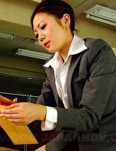 Alluring Iroha Kawashima gives head