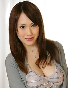 Sexy Yui Takashiro showing off