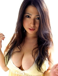 Nonami Takizawa shows immense bazoom bas in yellow lingerie