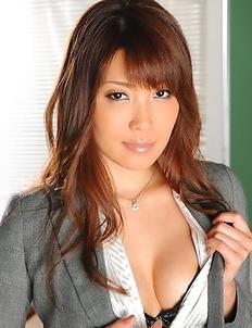 Yuno Hoshi gives head in classroom