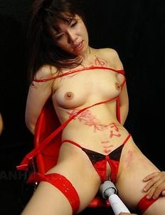 Remi Kawamura enjoys in bondage