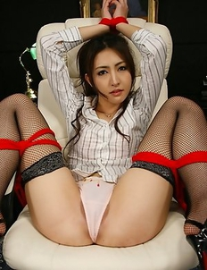 Julia Nanase gets caught and tied.