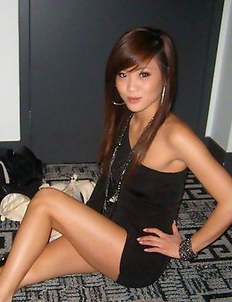 Sexy amateur Asian babes posing for the cam