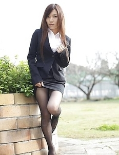 Naughty Hitomi Tsukishiro in office outfit