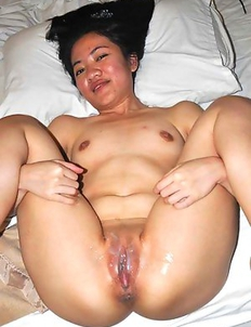 Cocksucking Thai chick gets creamed