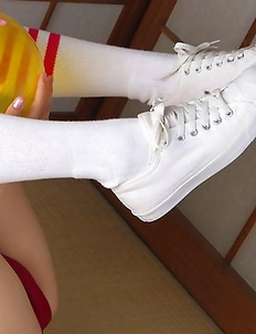 Cute Airi Sakuragi inspires us with teen body in innocent clothes