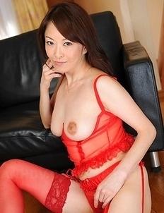 Sexy Asian Machimura Sayoko shows big boobies