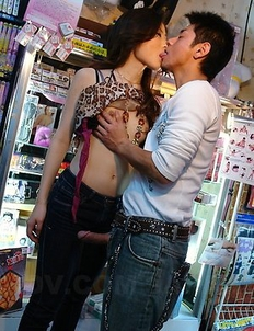 Ryo pleases her man in public place