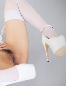 Natsuki Yokoyama sucking on her toes and sniffing in between this, that's wild
