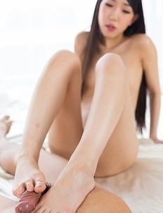 Skinny beauty Rio Kamimoto gives a great footjob in a really sensual scene here