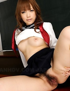 Nazuna Otoi displaying her cunt