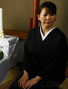 Kimono hottie Waka Kano cums hard