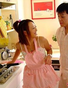 You Shiraishi gives head in kitchen